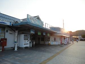【画像】夕暮れの宮古駅 外観