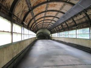 【画像】下り地下ホームに続く通路4
