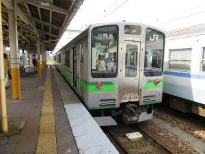 【画像】吉田駅に停車中の弥彦線(弥彦行き)