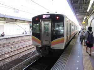 【画像】長岡駅に停車中の信越本線(直江津行き)