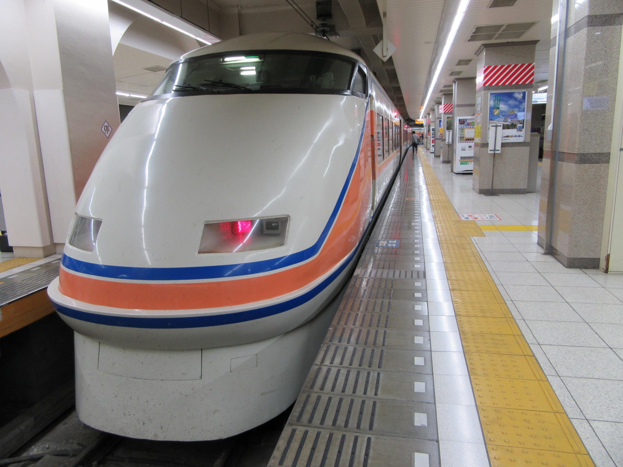 【画像】東武特急スペーシア(浅草駅にて)