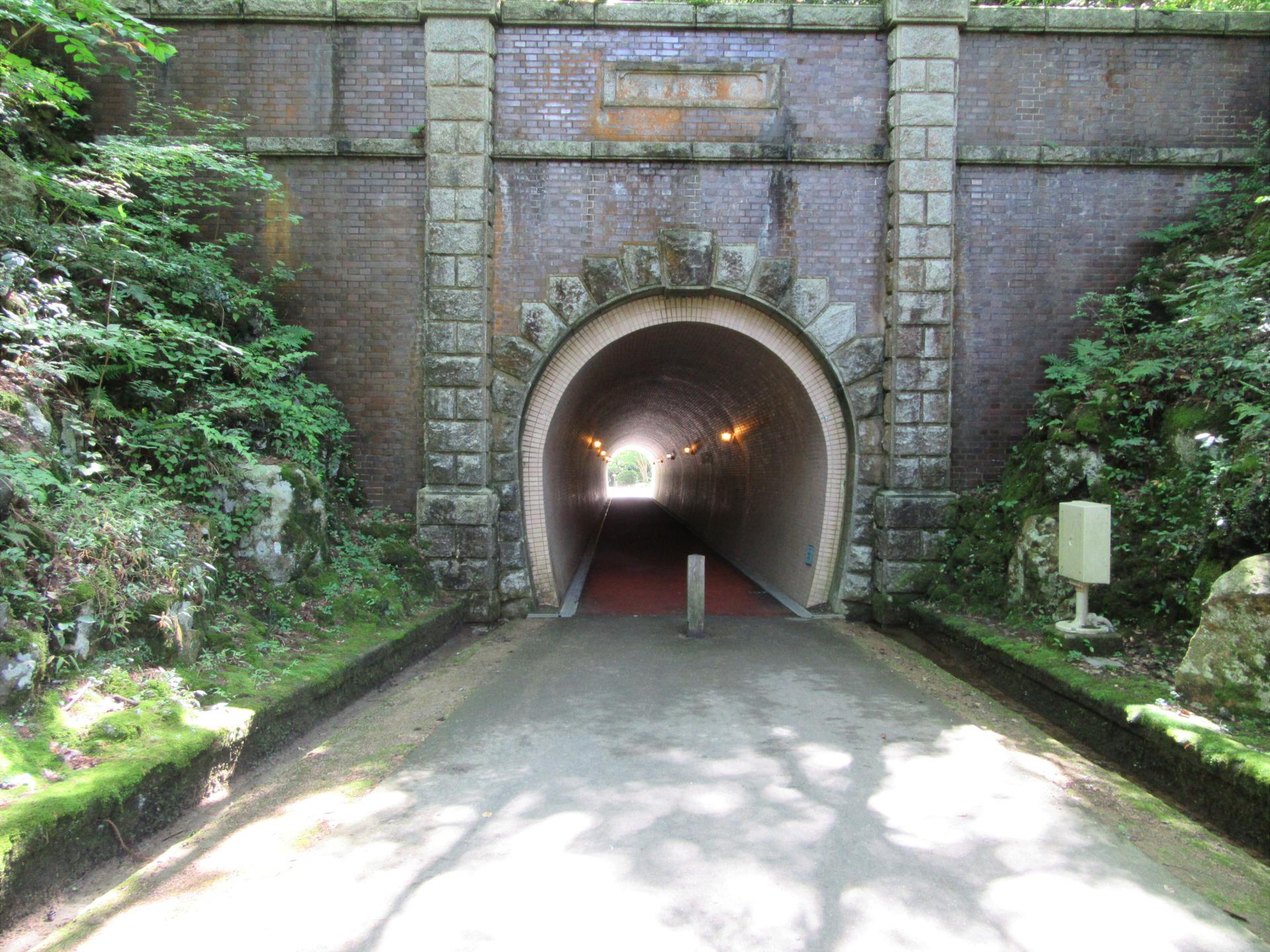 【画像】弥彦公園トンネル