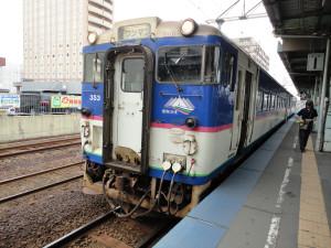 【画像】苫小牧駅で発車待ちの日高本線(様似行き)