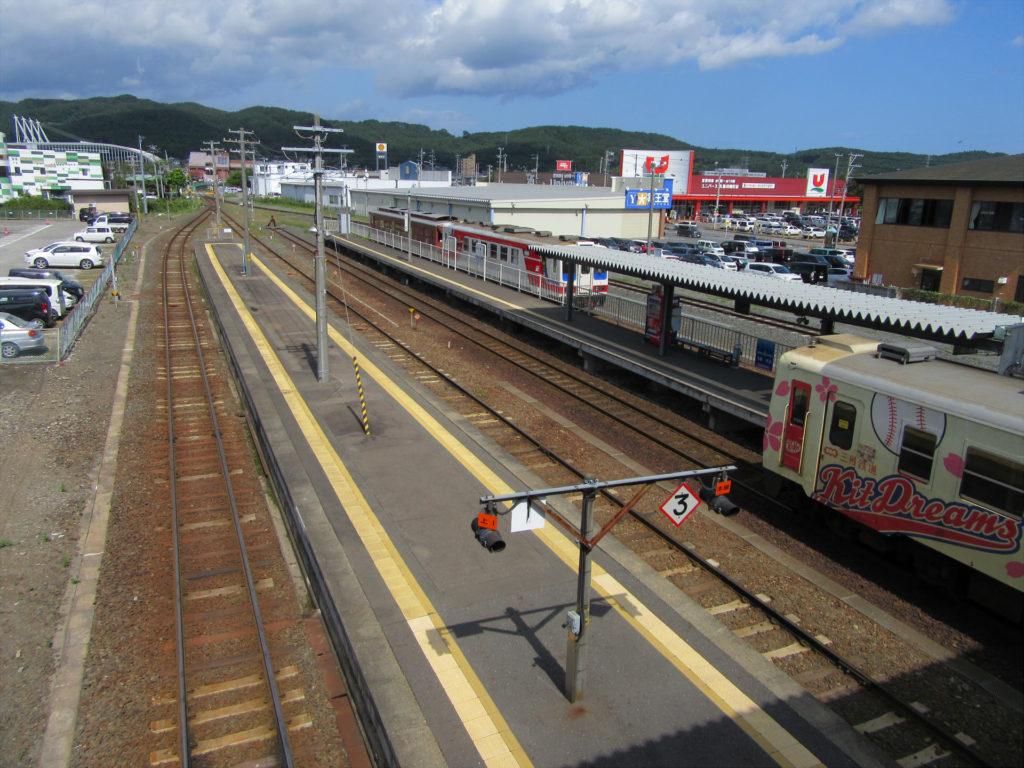 【画像】久慈駅ホーム(渡り通路から)