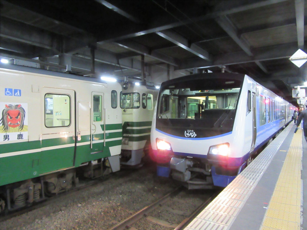 【画像】秋田駅に到着したリゾートしらかみ