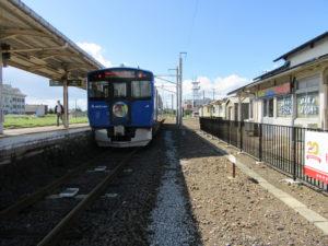 【画像】男鹿駅ホーム(構内踏切から)