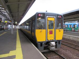 大田市駅に到着した特急「スーパーおき」