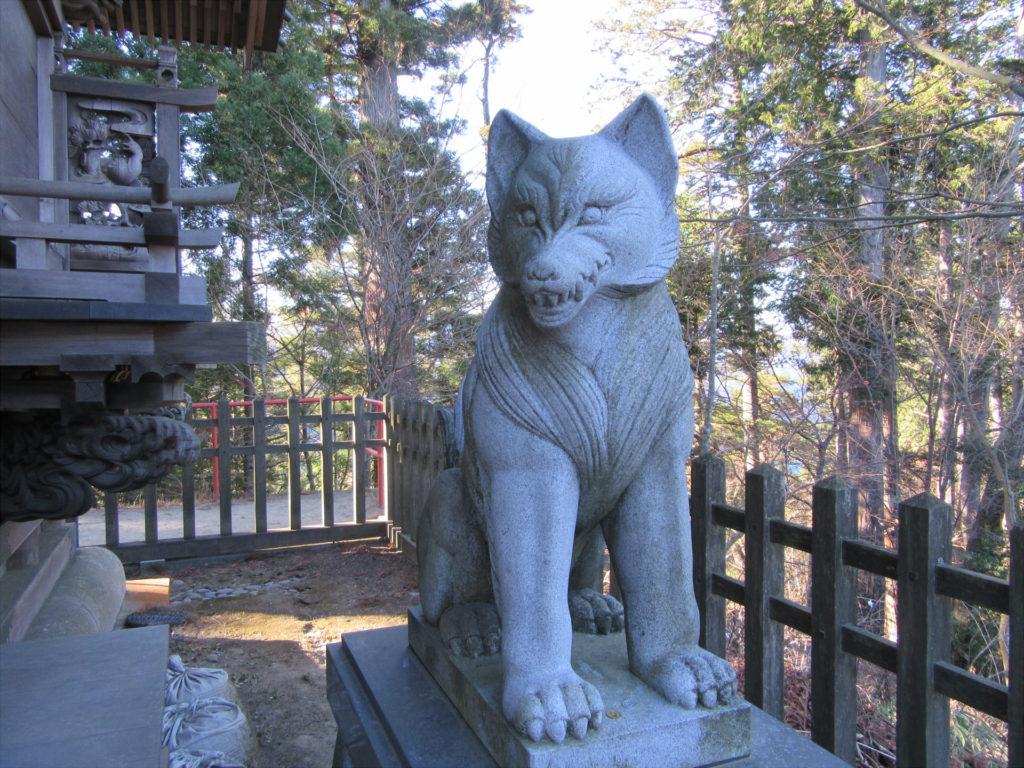 大口真神社 狼の像