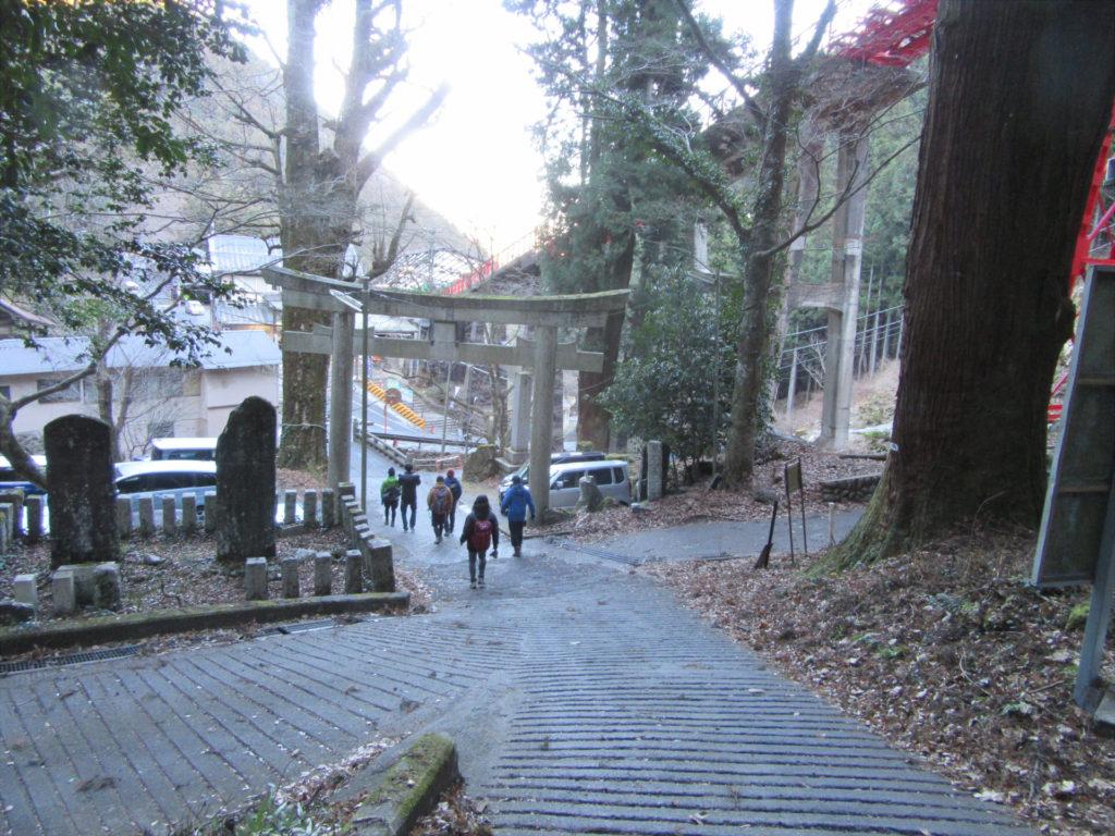 山道出口(ケーブルカー滝本駅方面)