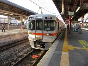 中央本線普通列車・中津川行き(塩尻駅にて)