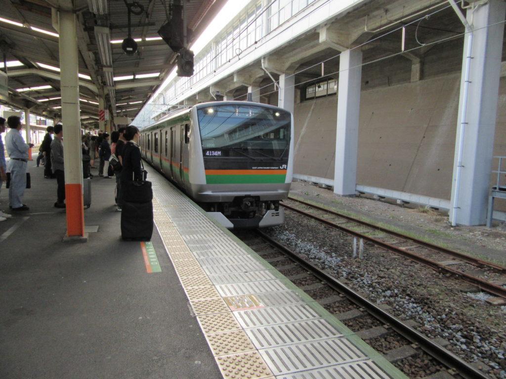 東海道本線快速アクティー(熱海駅にて)