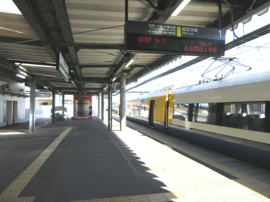 銚子駅 1番線乗り場(駅舎直結)