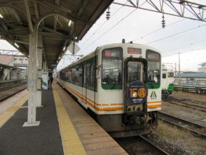 会津若松駅に到着した快速AIZUマウントエクスプレス
