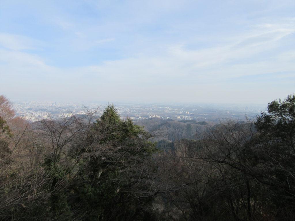 ケーブルカー高尾山駅付近から景色を望む